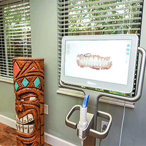 Caudill & McNeight Orthodontics, Melbourne office, tiki and scanner device